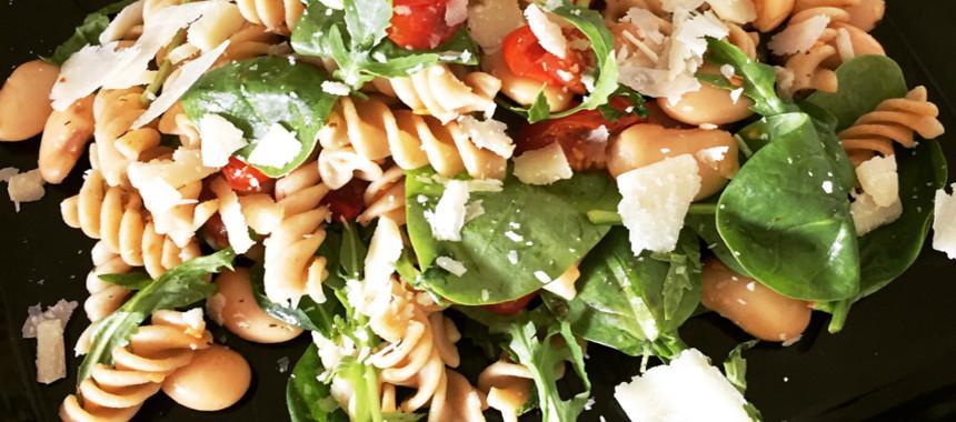 pastasalat med spinat og butter beans