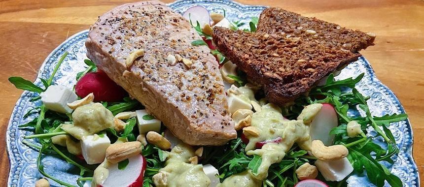 Salat med Tunbøf og Cashewnødder
